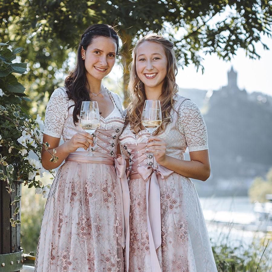 Weinprinzessinen Lorena und Gina